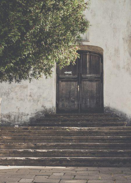 voordeur van woning in spanje